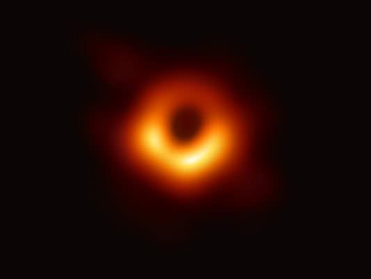 I buchi neri esistono: 100 anni fa l'ipotesi di Einstein, oggi la prima foto
