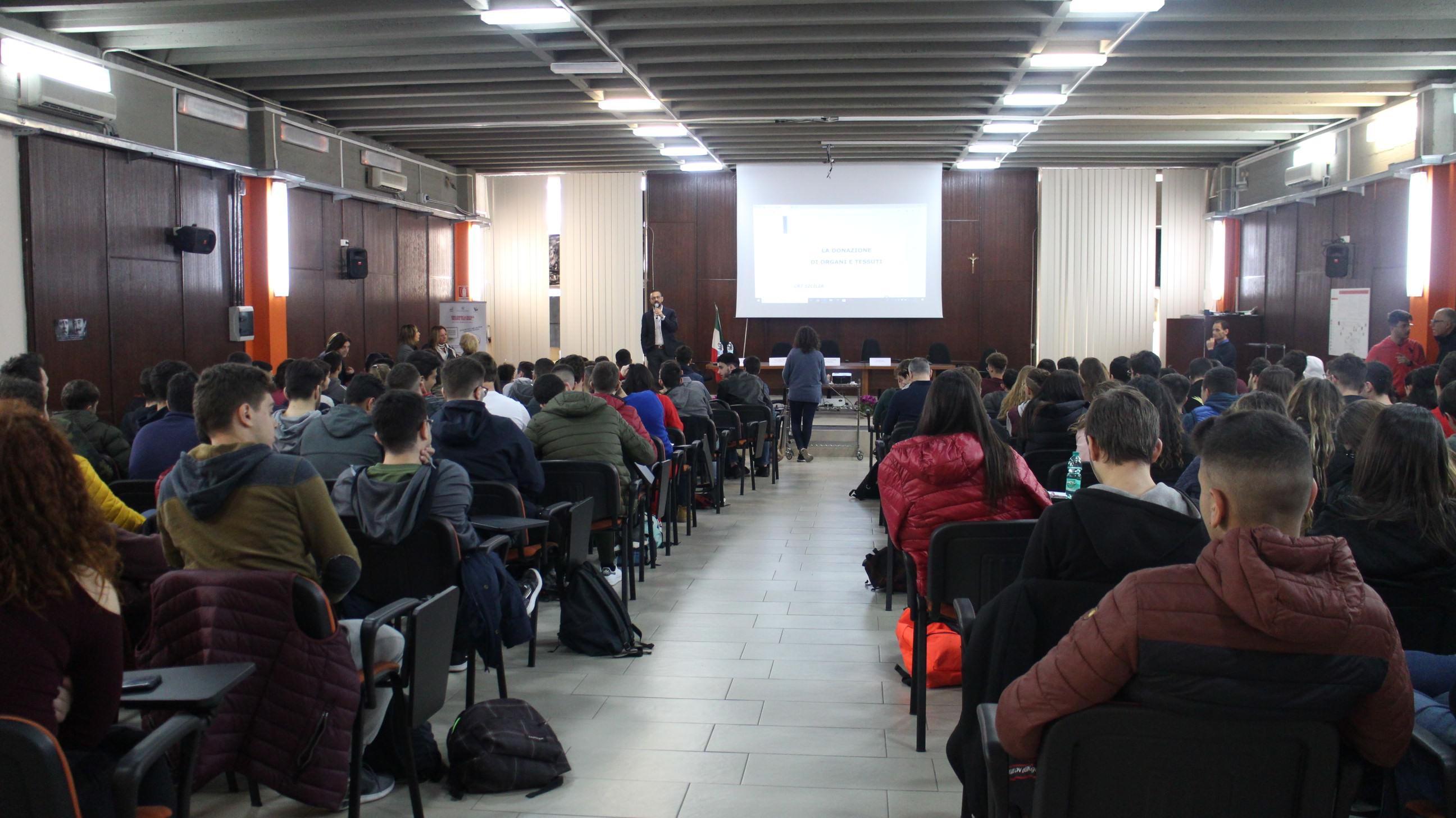 """La cultura del """"dono"""" a scuola… Donare è vita all'I.I.S. """"G.B. Vaccarini"""" di Catania"""