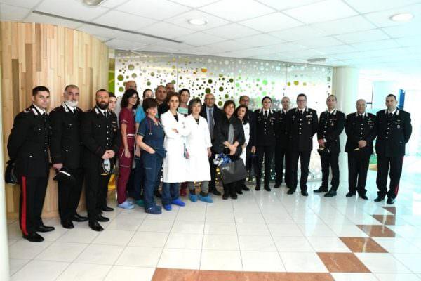 Carabinieri in visita ai piccoli pazienti del Policlinico di Catania: una Pasqua diversa dal solito