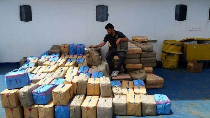 Oltre 6 tonnellate di hashish: intercettato veliero di oltre 12 metri