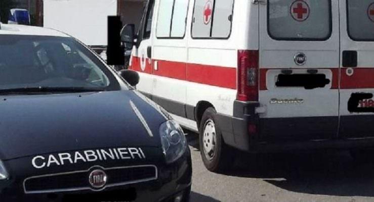 Paura nel Catanese, collisione tra auto all'incrocio: due feriti, scatta la corsa in ospedale