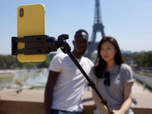 Selfie, cosa sono? Quanti ne scattiamo ogni giorno? Da dove deriva il termine?