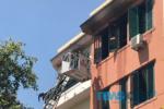 Fiamme all'ultimo piano di un edificio di viale Mario Rapisardi, vigili del fuoco sul posto – FOTO