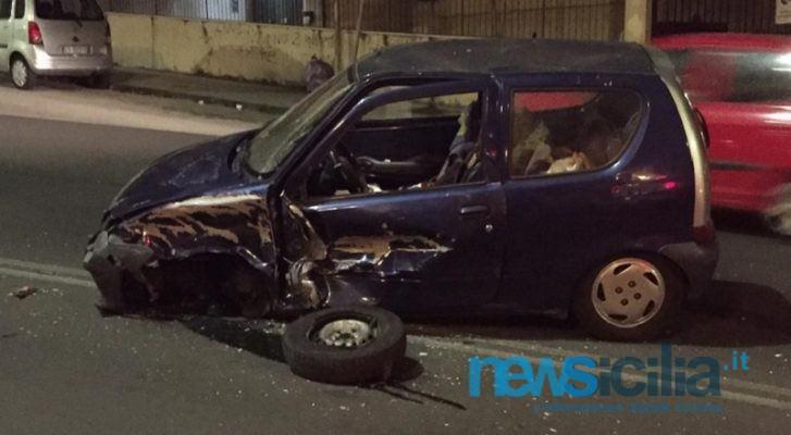 Catania, scontro tra due auto: ragazza sotto shock. Uomo fugge dopo l'incidente