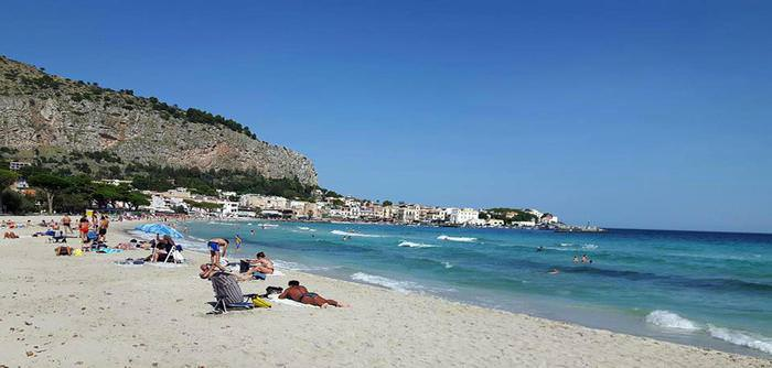 Spiagge a rischio: baby gang in azione