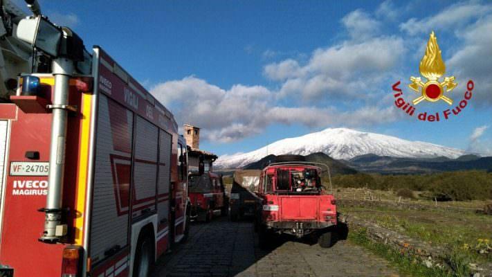 In bici sull'Etna, marito e moglie dispersi: ritrovati dai vigili del fuoco