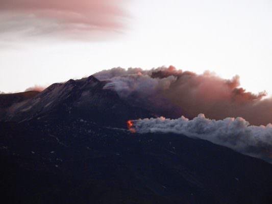 Nuova eruzione sull'Etna, ripresa l'attività stromboliana: doppia frattura sul vulcano
