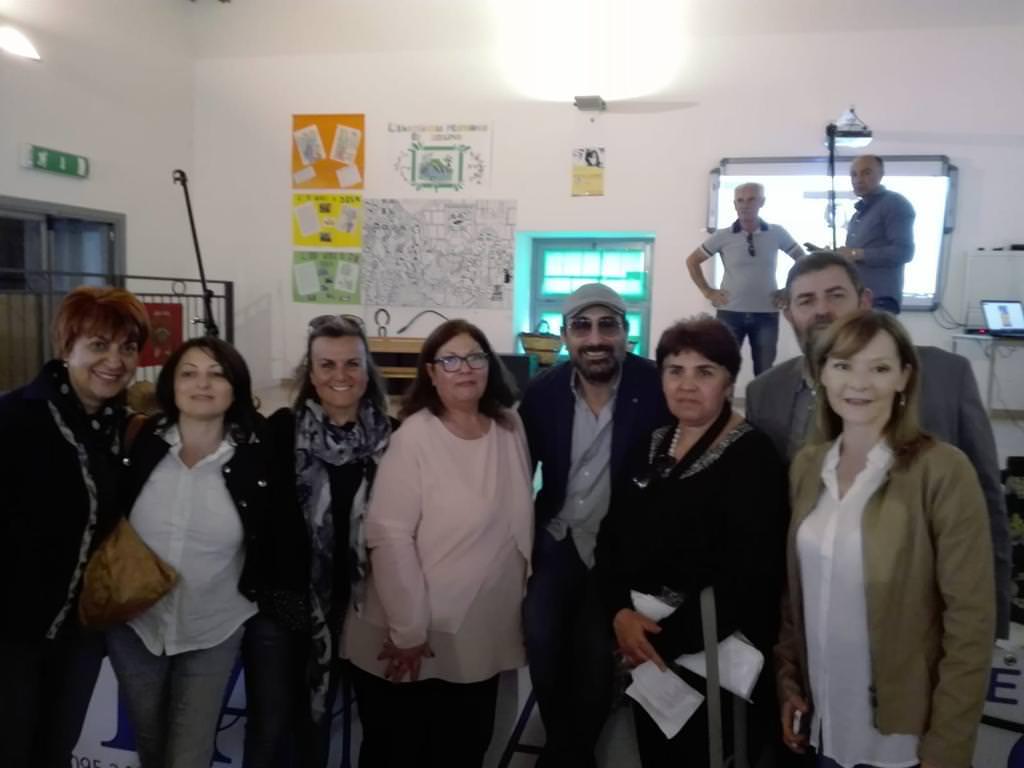 Gli alunni dell'Istituto Comprensivo Fontanarossa di Catania celebrano la festa della Regione Siciliana