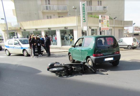 Due incidenti stradali in poche ore: feriti due minorenni sugli scooter