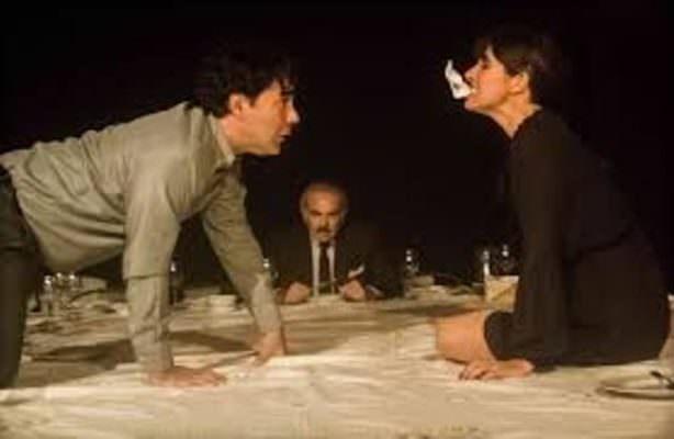 """Un inquietante e sadico Andrea Tidona in una """"cena"""" al massacro"""