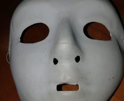 Distruggevano aule della scuola: sorpresi minori con viso coperto