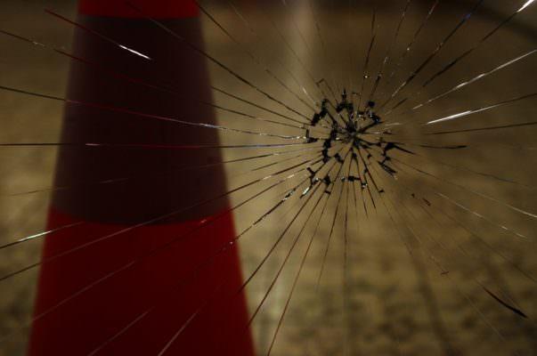 Mandate in frantumi in piena notte le vetrate di un B&B di Sciacca: indagini in corso