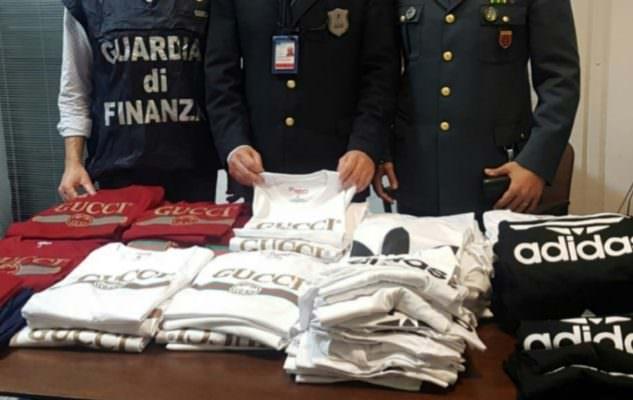 Aeroporto di Catania: sequestrati 300 capi di abbigliamento contraffatti provenienti dal Bangladesh