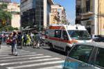 Scooterista perde il controllo e cade a terra, traffico bloccato tra corso delle Province e via Vincenzo Giuffrida