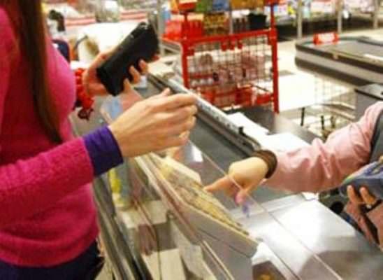 Alimenti nascosti sotto il vestito, furto in un supermercato di Tremestieri Etneo: denunciata una 22enne