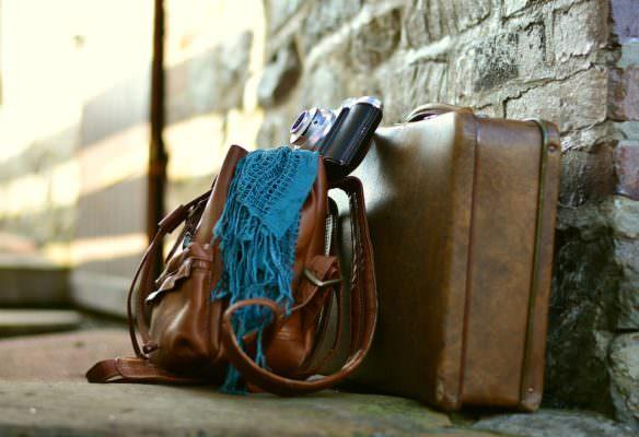 """Furto con """"spaccata"""" a due turisti. Pregiudicato ruba valigia con effetti personali: denunciato"""
