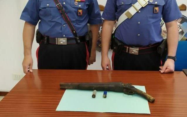 Nascondeva una lupara in camera da letto: arrestato 77enne