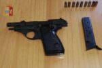 """""""Venite o ammazzo tutti"""": pistola puntata contro i poliziotti, poi contro se stessa. Due ore di angoscia in condomio"""