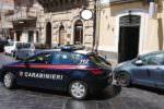 Spaccano il vetro e provano a rubare: sirene spiegate nella notte nel Catanese