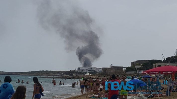 "Siracusano ""in fiamme"": roghi e paura. Decine di auto distrutte in zona Eloro"