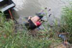 Annegati e abbracciati al confine Messico-Usa, padre e figlia vittime della crisi di confine: si scatena l'indignazione globale