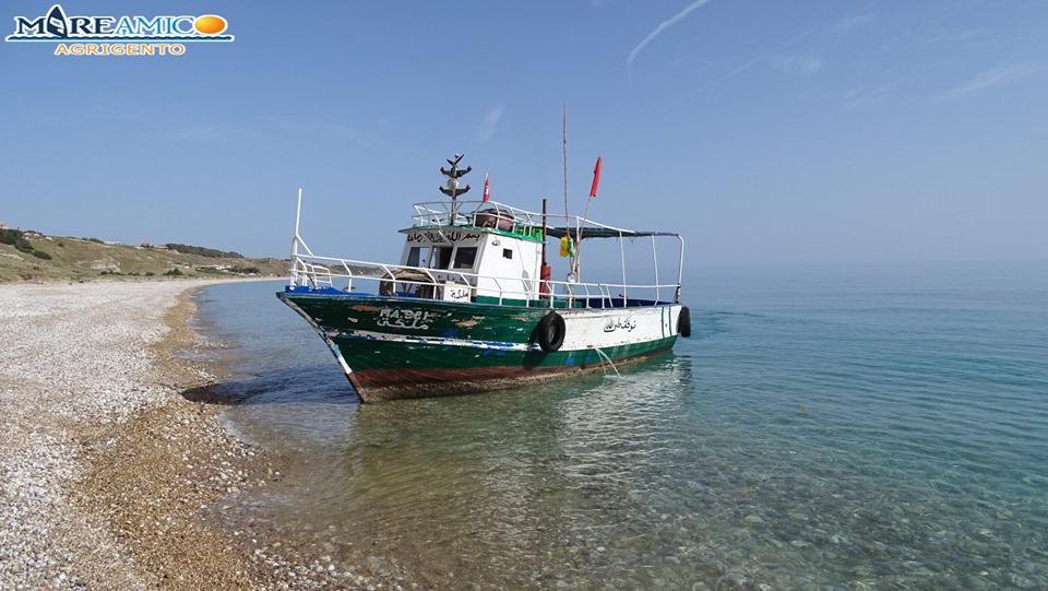 Sbarco fantasma sulle coste siciliane: trovata la nave, nessuna traccia dei migranti – FOTO e VIDEO