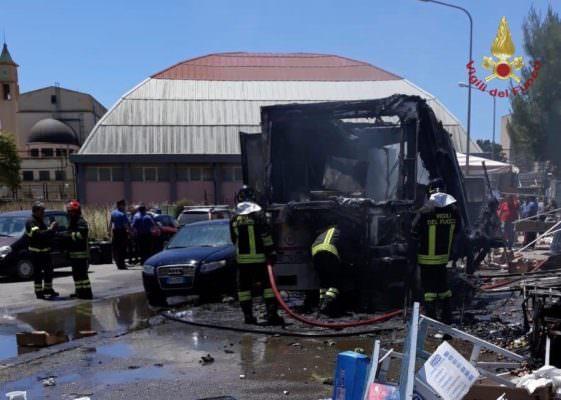 Esplosione nel mercato rionale di via Madonna del Rosario: 7 feriti – I DETTAGLI
