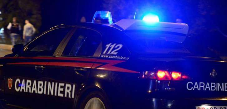 Trovato per strada senza vita: 25enne ucciso a colpi di pistola nella notte