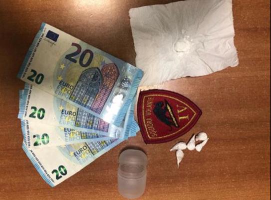 """""""Azienda a conduzione familiare"""" nel rione San Cristoforo: arrestati madre e figlio per spaccio di cocaina"""