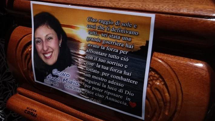 Omicidio Anna Maria Scavo, trovata siringa con acido sul luogo del delitto. Sabato fiaccolata in ricordo della donna