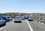 Incidente sulla Siracusa-Catania, auto tampona autobotte e finisce contro il guardrail
