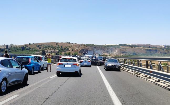 Incidente sulla Catania-Siracusa, feriti due giovani: 19enne in prognosi riservata