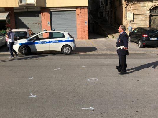 Circolava con un'auto sequestrata e senza assicurazione: multa da 2mila euro e ritiro della patente