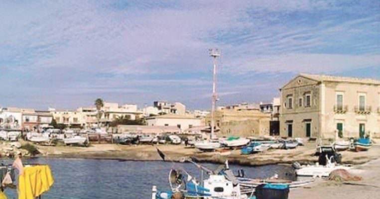 Tragedia nel porto di Donnalucata: anziana si toglie la vita