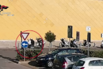 Furti al centro commerciale, fermati rapinatori seriali di auto e moto: 6 arresti – FOTO