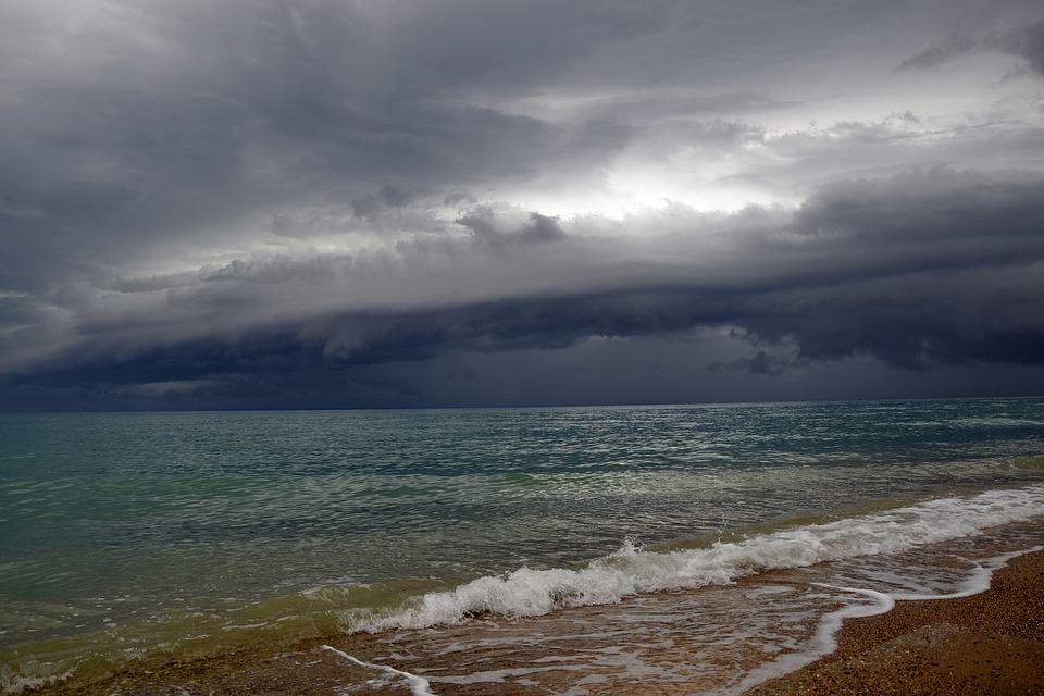 Meteo, l'estate vacilla in Sicilia: per domani previste piogge su tutta l'isola