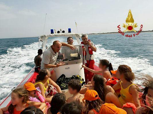 L'inferno di fuoco e la paura, vigili del fuoco eroi alla Playa di Catania: salvato anche un gruppo di bambini
