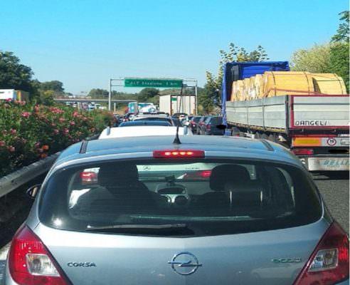 Se il buongiorno si vede dal mattino… Tangenziale di Catania in tilt, automobilisti impantanati nel traffico
