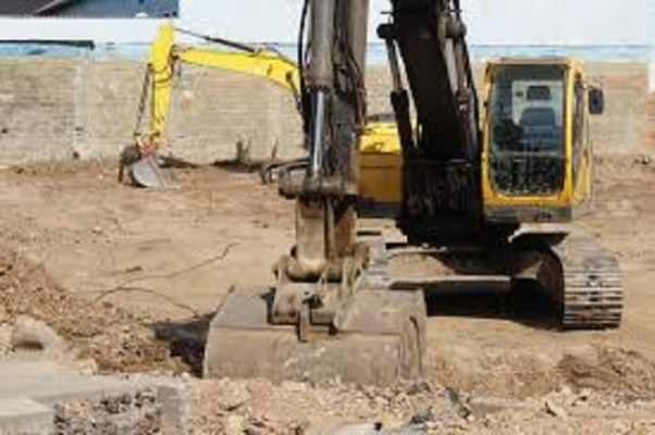 Lotta agli immobili abusivi: demolizioni in centro e sulla costa