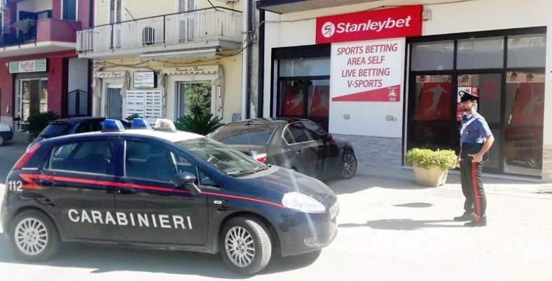 Scommesse illegali: denunciato il titolare di un Internet Point nel Catanese