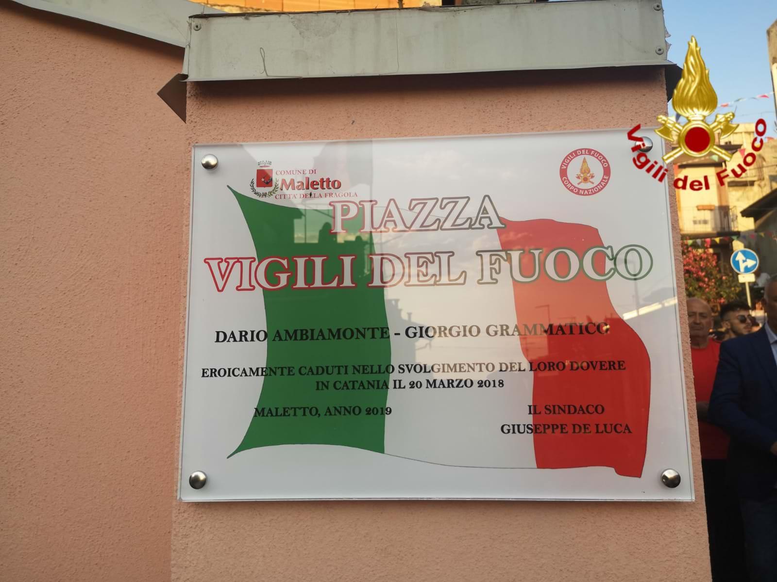 Tragedia di via Garibaldi, intitolata piazza ai vigili del fuoco Dario Ambiamonte e Giorgio Grammatico – VIDEO e FOTO