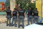 Bonificata villetta trasformata in piazza di spaccio: controlli della polizia a stabilimenti balneari e cannabis shop