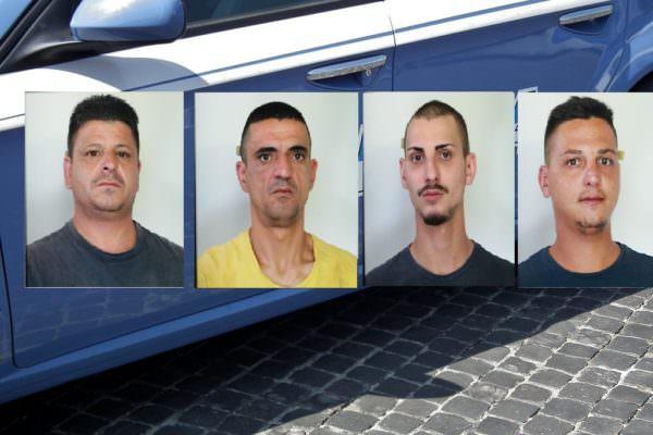"""Furti d'auto giornalieri a Nesima: sgominata banda che """"caricava"""" mezzi su furgone rosso – NOMI e FOTO"""
