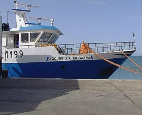 Salvarono oltre 50 migranti di un gommone alla deriva: Ong omaggia armatore di Sciacca di 10mila euro