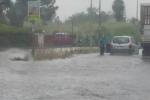 """Maltempo, il Catanese e il Siracusano """"in ginocchio"""": strade allagate, automobilisti in panne e disagi"""