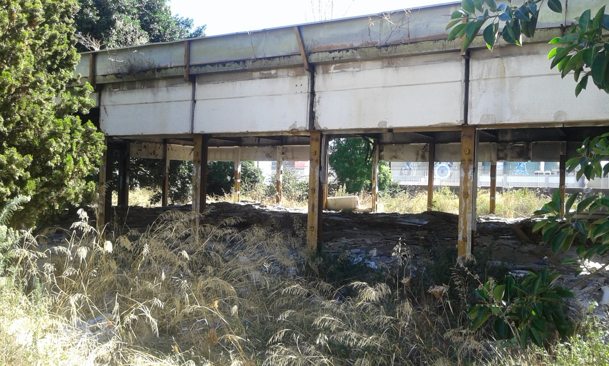 """Ex scuola materna """"Livio Tempesta"""" ora discarica abusiva, Comitato Terranostra: """"Ferita aperta di San Cristoforo"""""""