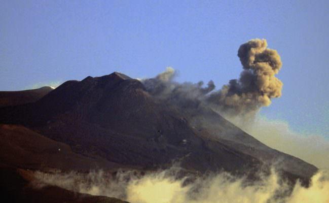 """Etna, ancora esplosioni dal cratere di sud-est. Ingv: """"Non c'è una tendenza chiara"""""""