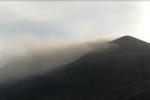 Etna, torna l'attività stromboliana: espulsione di cenere dal cratere di sud-est