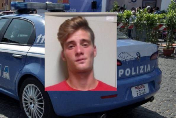 Tenta rapina in un supermercato minacciando la cassiera, il collega interviene e lui fugge: arrestato 20enne