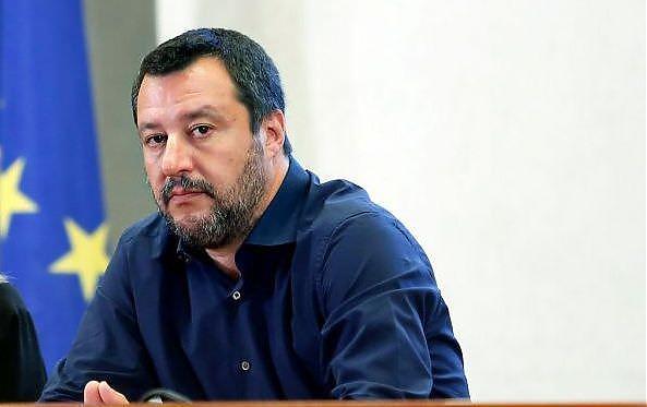 """IMMIGRAZIONE:SALVINI""""OPEN ARMS TIENE IN OSTAGGIO MIGRANTI PER PROVOCARE"""""""